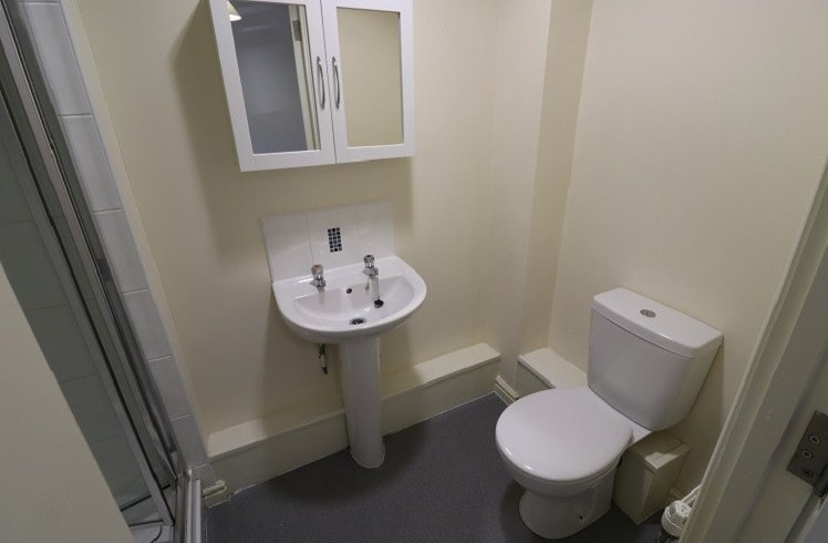 Student Accommodation Crown Halls Bathroom1
