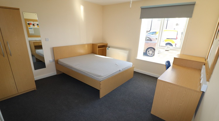 Student Accommodation Crown Halls Bedroom1