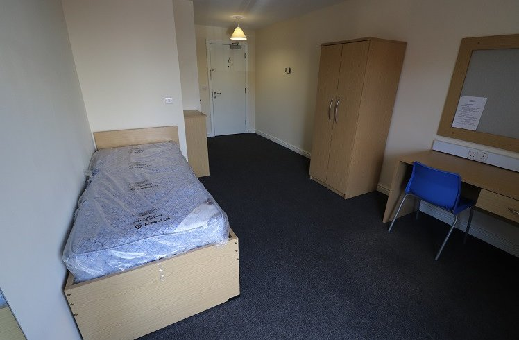 Student Accommodation Crown Halls Bedroom2